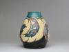 Willem Stuurman, Plateelvaas met zeldzaam decor 'Pauw', model 355, Plateelbakkerij Zenith, Gouda, jaren '30 - Willem Stuurman