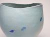 Babs Haenen, Vaas, handgevormd met ovale mond, lichtblauw met kobalt blauwe decoratie en accenten in ossebloedrood, gedateerd en gesigneerd met monogram, 1980 - Babs Haenen