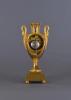Een vuurvergulde bronzen Franse vaaspendule Gerard à Paris