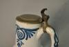 Brusselse kan, aardewerk, met originele tinnen deksel.