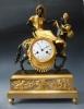 Prachtig vuurvergulde en gepatineerde sculptuur pendule, Arabier met muildier, gesigneerd Coeur & fils à Paris, Directoire, circa 1795-1800.