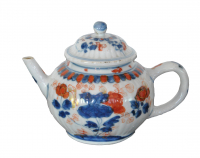 Chinese Imari teapot with producingfault on the lid, no retoration.