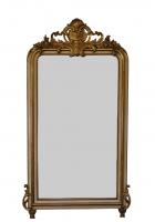 Franse spiegel met kuif, deels met bladgoud versierd.