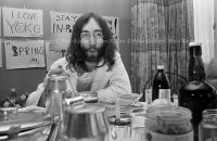 John Lennon & Yoko Ono - PEACE - Room 902 Hilton #14