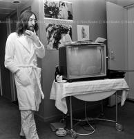 John Lennon & Yoko Ono - PEACE - Room 902 Hilton #24