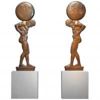 Een imposant paar bronzen Atlassen in hoog reliëf, omstreeks 1925