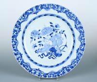 A large porcelain Chinese dish, 42 cm.
