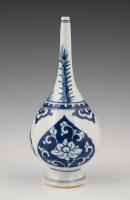 Een Chinese porseleinen sprenkelaar