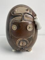 Adri Baarspul, egg form sculpture with human expression - Adriana Catharina Baarspul