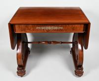 Een mahoniehouten George IV  salontafel