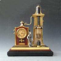 Franse industrie klok met 'gieterij-werker', bewegingsmechaniek, gesigneerd GLT eind 19e eeuw.