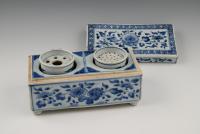 Een zeldzaam Chinees porseleinen inktstel.