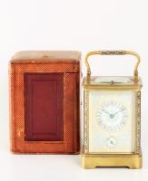 Cornich cased carriage clock cloisonné email op zuiltjes en handvat, en porselleinen front