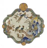 Een Geruite Plaquette in Polychrome Delfts Aardewerk