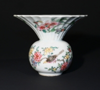 Chinese porcelain famille rose spittoon. Qing dynasty Qianlong period Ceramics from China