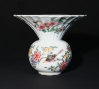 Chinees porselein Qianlong periode Famille rose kwispedoor met eekhoorn China Qing dynastie keramiek