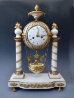 Louis XVI mantel clock 'pendule à la montgolfière', Dutertre à Paris circa 1785.