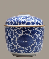 A Kangxi Porcelain Pot with Lid
