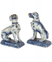 Een Paar Hondjes in Blauw-Wit gedecoreerd Delfts Aardewerk