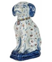 Een Zittende Hond in Polychrome Delfts Aardewerk