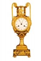 PV05 Vaseshape mantelclock with gilt case