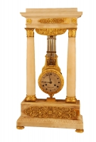 M86 French Marble and Ormolu Swinging Portico Clock, Béchot à  Paris.