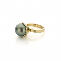 RIng with tahiti pearl and diamonds