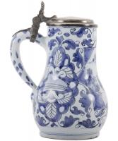 Een Drinkkan met Tinnen Klep in  Blauw - Wit Delfts Aardewerk