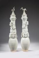 Een paar Chinees porselein yingqing geglazuurde vazen, Song dynastie keramiek China