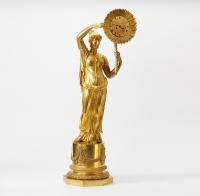 Illuster klok ontwerp van Claude Galle (1759-1815), verguld bronzen klok Clytia en zonnebloem, H 92 cm, Empire circa 1810.