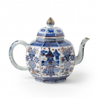 A Large octagonal Chinese Imari Teapot with cover
