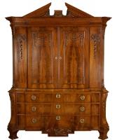 Een Louis XVI Breakfront- Kabinet