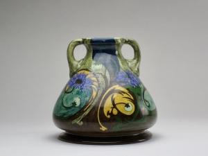 Wed. N.S.A. Brantjes & Co., Art Nouveau vaas met twee oren, 1895-1904 - Wed. N.S.A. Firma Wed. N.S.A. Brantjes & Co.