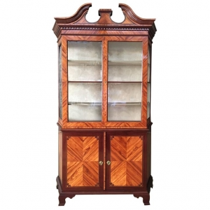 A transition display cabinet