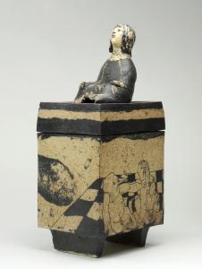 Lies Cosijn, 'De Doos van Pandora', Dekseldoos van geelbakkende klei, ca. 1978 - Lies Cosijn