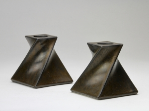 Jan van der Vaart, Two ceramic candle holders with bronze glaze, 1976 - Jan van der Vaart