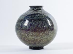 C.J. Lanooy, Leerdam Unica, Blauwe bolvaas met irisé, ca. 1928 - Chris (C.J.) Lanooy