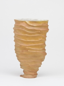 Johan van Loon, Ceramic vase with sand coloured glaze, 1991 - Johan van Loon