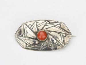 Fons Reggers, Zilveren broche met bloedkoraal, jaren '20 - Fons Reggers