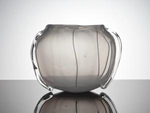 A.D. Copier, Leerdam Unica, Vaas van melkglas met transparante appliques, 1949 - Andries Dirk (A.D.) Copier