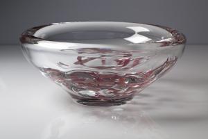 Floris Meydam, Glazen schaal met paarse textieldelen, Leerdam Unica, uitvoering Leendert van der Linden, 1968 - Floris Meydam