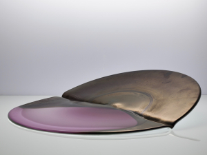 Willem Heesen, Unique glass object 'Plompeblad' in pink and bronze, Studio de Oude Horn, 1986 - Willem Heesen