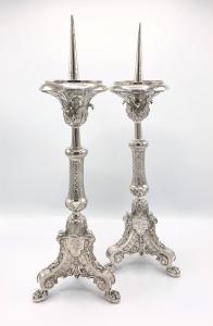 Paar zilveren punt kandelaars of altaarkandelaars
