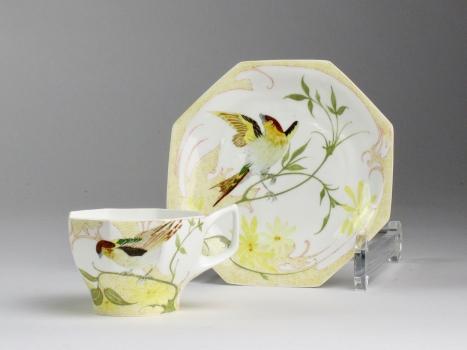 N.V. Haagsche Plateelbakkerij Rozenburg, cup and saucer with bird decor, eggshell porcelain, design by Samuel Schellink, 1906 - N.V. Haagsche Plateelbakkerij Rozenburg