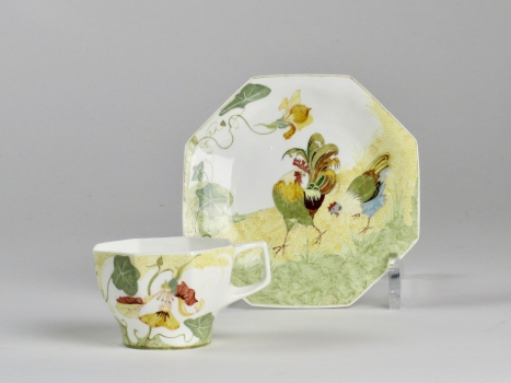 N.V. Haagsche Plateelbakkerij Rozenburg, cup and saucer with rooster, eggshell porcelain, design by Samuel Schellink, 1906 - N.V. Haagsche Plateelbakkerij Rozenburg