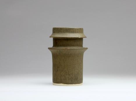 Jan van der Vaart, Grijsgroen geglazuurde steengoed vaas met dubbele kraag, 1961 - Jan van der Vaart
