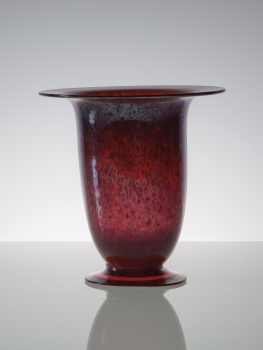 C.J. Lanooy, Unique red vase on foot, Glass Factory Leerdam, 1927 - Chris (C.J.) Lanooy