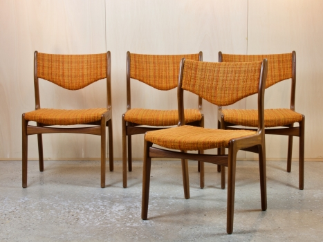 Johannes Andersen voor Mahjongg Vlaardingen, Vier stoelen met oranje bekleding, teakhout, jaren '60 - Johannes Andersen