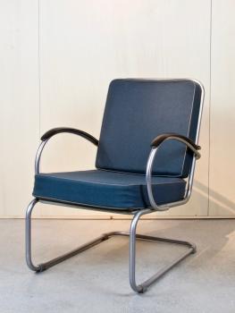 W.H. Gispen, Achterpootloze fauteuil, model 409, ontwerp 1933, uitvoering 1976 - Willem Hendrik (W.H.) Gispen