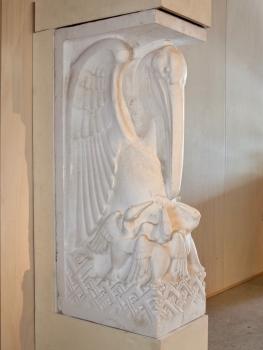Hendrik van den Eijnde, Gipsen sculptuur van pelikaan met jongen, 1932 - Hendrik van den Eijnde